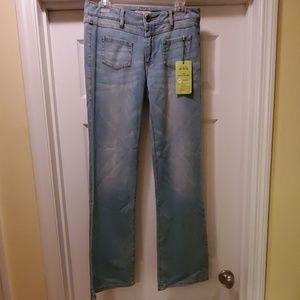 CAbi  6R  NWT Malibu flare style jeans light wash